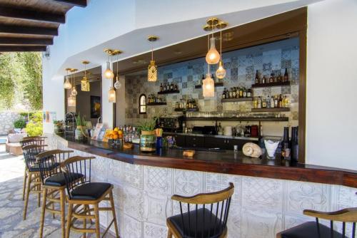 04mega-ammos-hotel-restaurant