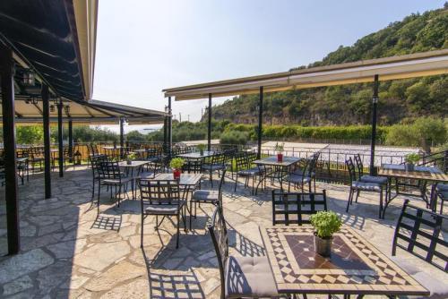 11mega-ammos-hotel-restaurant