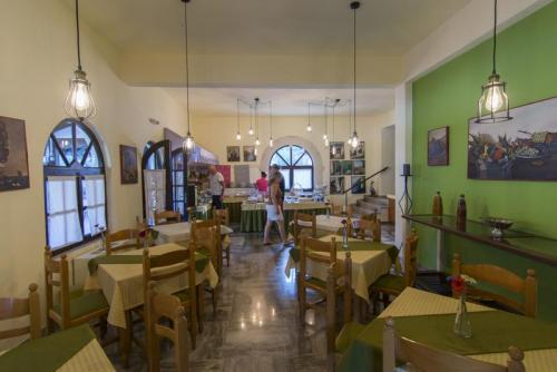28mega-ammos-hotel-restaurant